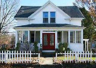 Casa en ejecución hipotecaria in Johnston, RI, 02919,  COTTAGE ST ID: F4041485