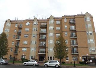 Casa en ejecución hipotecaria in Hartford, CT, 06114,  MAPLE AVE ID: F4065331