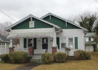 Casa en ejecución hipotecaria in Mount Airy, NC, 27030,  KORNER ST ID: F4077724
