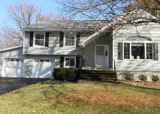 Casa en ejecución hipotecaria in New Windsor, NY, 12553,  MACNARY RD ID: F4078877