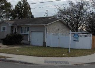 Casa en ejecución hipotecaria in Brentwood, NY, 11717,  ELLERY ST ID: F4083333