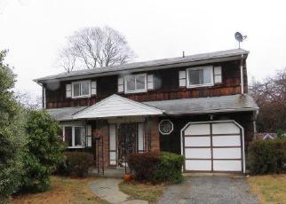 Casa en ejecución hipotecaria in Central Islip, NY, 11722,  LEAF AVE ID: F4094344