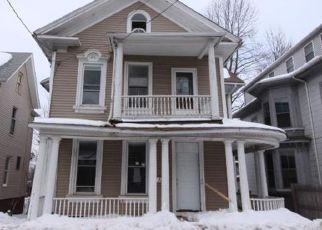 Casa en ejecución hipotecaria in Meriden, CT, 06450,  CROWN ST ID: F4117042