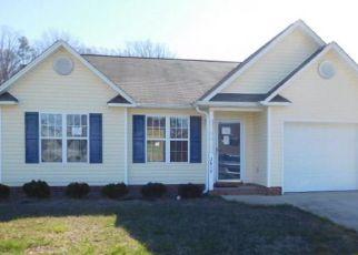 Casa en ejecución hipotecaria in Winston Salem, NC, 27127,  TEA BERRY RIDGE RD ID: F4121007