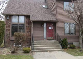 Casa en ejecución hipotecaria in Cranston, RI, 02920,  MAYFIELD AVE ID: F4125178