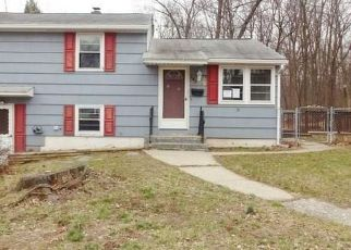 Casa en ejecución hipotecaria in Waterbury, CT, 06706,  LONGMEADOW DR ID: F4129231