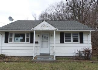 Casa en ejecución hipotecaria in Waterbury, CT, 06705,  FROST RD ID: F4135515