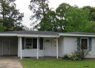 Casa en ejecución hipotecaria in Groves, TX, 77619,  RUBY DR ID: F4136973