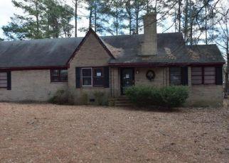 Casa en ejecución hipotecaria in Raeford, NC, 28376,  REAVES ST ID: F4137224