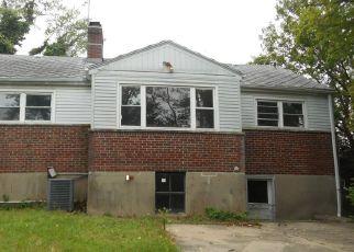 Casa en ejecución hipotecaria in Cincinnati, OH, 45215,  E COLUMBIA AVE ID: F4142535