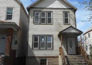 Casa en ejecución hipotecaria in Chicago, IL, 60617,  S AVENUE M ID: F4143974