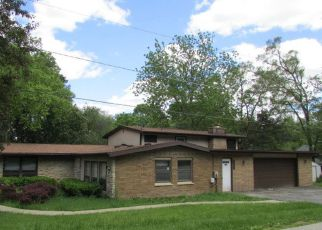 Casa en ejecución hipotecaria in Crystal Lake, IL, 60014,  LOUISE ST ID: F4159530