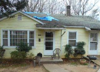 Casa en ejecución hipotecaria in Winston Salem, NC, 27105,  THURMOND ST ID: F4190548