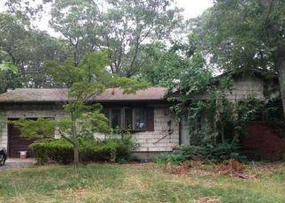 Casa en ejecución hipotecaria in Riverhead, NY, 11901,  J T BLVD ID: F4200007