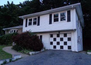 Casa en ejecución hipotecaria in East Providence, RI, 02914,  COLONIAL RD ID: F4200634