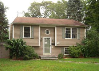 Casa en ejecución hipotecaria in West Warwick, RI, 02893,  KENT ST ID: F4202059