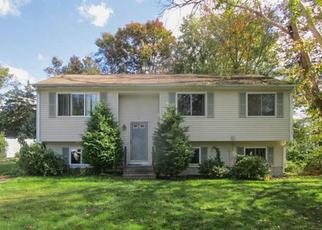 Casa en ejecución hipotecaria in West Warwick, RI, 02893,  HOOVER ST ID: F4218376
