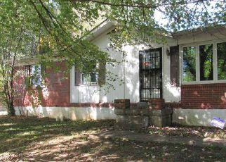 Casa en ejecución hipotecaria in Vine Grove, KY, 40175,  EDGEWOOD DR ID: F4219487