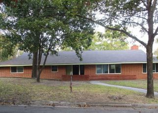 Casa en ejecución hipotecaria in Grand Prairie, TX, 75050,  NW 9TH ST ID: F4222770