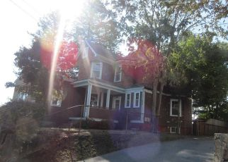 Casa en ejecución hipotecaria in East Providence, RI, 02914,  SUMMIT ST ID: F4225212