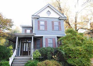 Casa en ejecución hipotecaria in Gaithersburg, MD, 20877,  WALKER AVE ID: F4228759