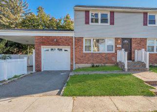 Casa en ejecución hipotecaria in Hempstead, NY, 11550,  PERRY ST ID: F4230491