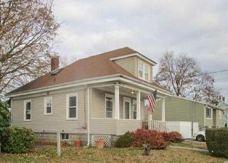 Casa en ejecución hipotecaria in Cranston, RI, 02910,  GARDEN ST ID: F4233099