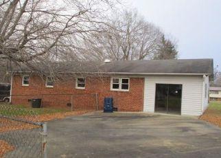 Casa en ejecución hipotecaria in High Point, NC, 27263,  LANCER DR ID: F4237559