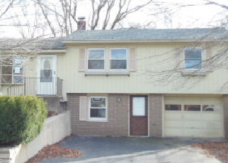 Casa en ejecución hipotecaria in Coventry, RI, 02816,  FAIRVIEW AVE ID: F4238656