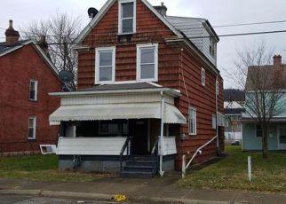 Casa en ejecución hipotecaria in New Kensington, PA, 15068,  3RD AVE ID: F4239172