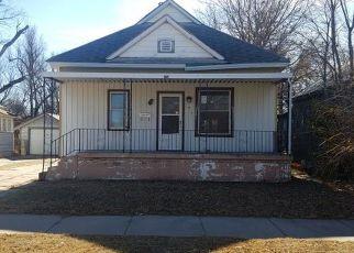 Casa en ejecución hipotecaria in Hutchinson, KS, 67501,  E 3RD AVE ID: F4242238