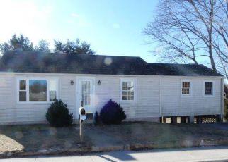 Casa en ejecución hipotecaria in West Warwick, RI, 02893,  KOCH ST ID: F4246420