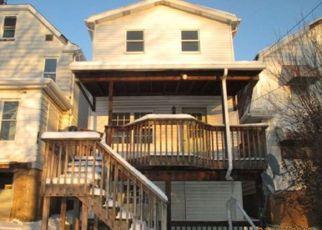 Casa en ejecución hipotecaria in New Kensington, PA, 15068,  TAYLOR AVE ID: F4251110