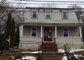 Casa en ejecución hipotecaria in Meriden, CT, 06450,  CROWN ST ID: F4259713