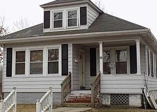 Casa en ejecución hipotecaria in Cranston, RI, 02910,  4TH AVE ID: 6270545