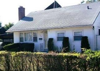 Casa en ejecución hipotecaria in Brentwood, NY, 11717,  HILLTOP DR ID: 6294046