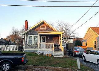 Casa en ejecución hipotecaria in Tiverton, RI, 02878,  DEWEY AVE ID: 6303641
