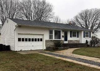 Casa en ejecución hipotecaria in Bay Shore, NY, 11706,  PINE ACRES BLVD ID: 6304928