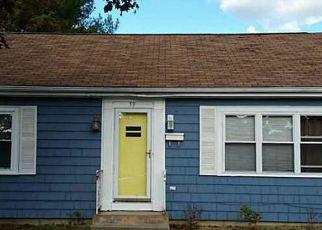 Casa en ejecución hipotecaria in West Warwick, RI, 02893,  HOPEDALE DR ID: 6307281