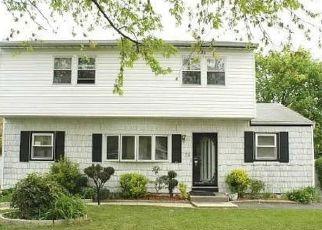 Casa en ejecución hipotecaria in Brentwood, NY, 11717,  DOOLITTLE ST ID: 6315707
