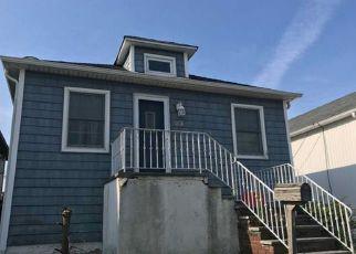 Casa en ejecución hipotecaria in Island Park, NY, 11558,  JULIAN PL ID: 6319345
