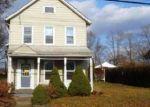 Foreclosed Home en ADELPHIA RD, Freehold, NJ - 07728