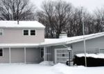 Foreclosed Home en OAKDALE AVE, Mchenry, IL - 60051