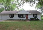 Foreclosed Home en E 80TH TER, Kansas City, MO - 64138