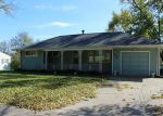 Foreclosed Home en 1ST AVE SW, Cedar Rapids, IA - 52405