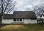 Foreclosed Home en PARKSIDE CIR, Levittown, PA - 19056