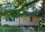 Foreclosed Home en E 82ND ST, Kansas City, MO - 64131
