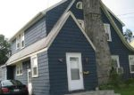 Foreclosed Home en W TAFT AVE, Bridgeport, CT - 06604