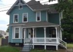 Foreclosed Home en WALNUT ST, Enfield, CT - 06082