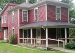 Foreclosed Home en NE DOUGLAS ST, Lees Summit, MO - 64063